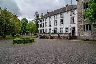 Nobles Ferienhaus in Aywaille mit Garten