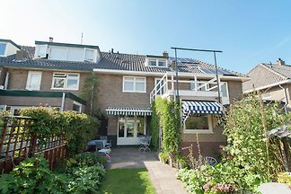 Deluxe Holiday Home in Castricum with Swimmin...