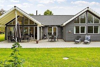Mondänes Ferienhaus in Højby mit Schwimmbad