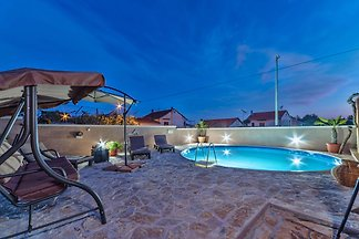 Schöne Wohnung in Pakoštane mit privatem Pool