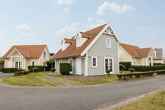 Renovierte Villa mit Soundbar, 500 m vom Stra...