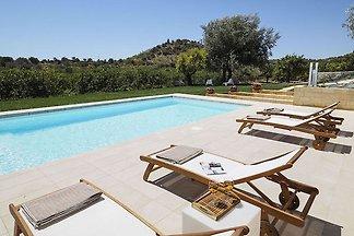 Modernes Ferienhaus in Noto mit Pool