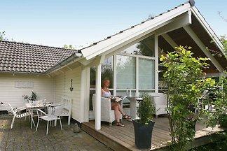 Ruhiges Ferienhaus in Dronningmølle mit Sauna