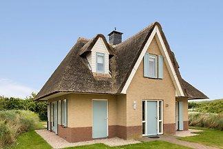 Reetgedeckte, neu gestaltete Villa in Juliana...