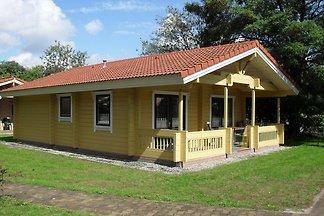 Finse, houten bungalow met magnetron aan de r...