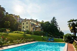 Luxuriöses Ferienhaus in Stresa, Italien mit...