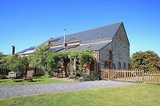 Geräumiges Bauernhaus mit Terrasse in Wellin