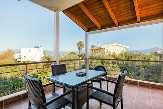 Einladendes Ferienhaus mit Terrasse in...