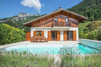 Abgeschiedene Villa in Biot mit Swimmingpool