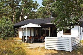 Gemütliches Ferienhaus in Nexø mit Wald in de...