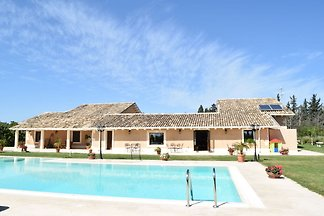 Luxurious Holiday Home with Swimming Pool in ...