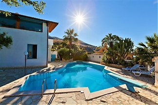 Equipped villa with private pool and panorami...