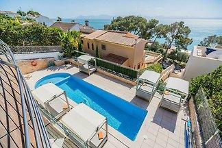 Luxuriöse Villa mit Whirlpool in Alcudia,...