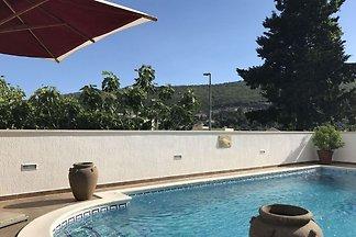 Zeitgenössische Villa mit privatem Pool in...