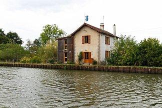 Charmantes Ferienhaus in Bourg-le-Comte in de...