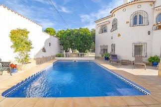 Schönes Ferienhaus mit privatem Pool am Meer ...