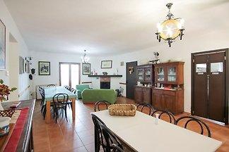 Malerisches Ferienhaus in Parenti mit Garten
