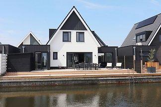 Neues Ferienhaus in Stavoren mit eigenem Steg...