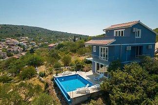 Komfortable Villa mit privatem Pool und Meerb...