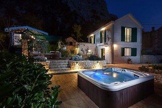Luxuriöses Ferienhaus in Makarska mit Jacuzzi