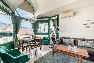 Elegantes Ferienhaus in Nizza mit Balkon