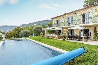 Luxuriöse Villa in Grasse mit Swimmingpool