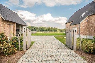 Ruhige Villa in Peer mit Terrasse