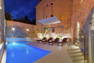 Luxuriöse Villa mit Privatpool in Bog