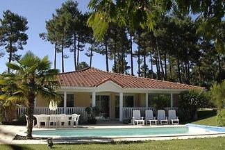Schöne Villa mit privatem Pool hinter den...