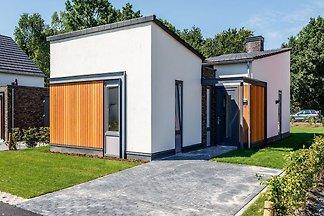 Moderne, stilvolle Villa mit überdachter Terr...