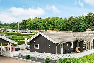 Opulentes Ferienhaus in Sjolund mit Whirlpool