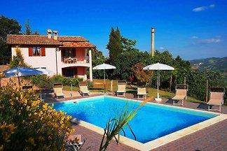 Vintage-Villa in Acqualagna mit Swimmingpool