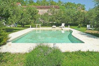 Schönes Ferienhaus mit Pool in...