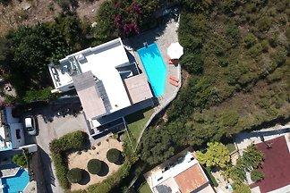 Freistehendes Haus mit Schwimmbad an der Nord...