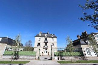 Traditionelles Schloss in Bar-sur-Seine in...