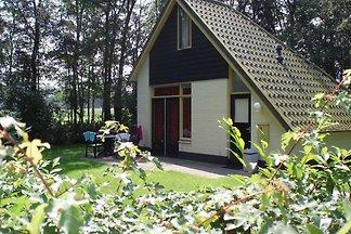 Attraktives Ferienhaus mit großem Garten in d...