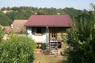 Abgeschiedenes Ferienhaus mit Terrasse in...