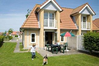 Stilvolle Doppelhaus-Villa mit Garten, 1 km v...