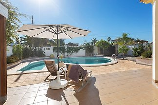 Moderne Villa mit Swimmingpool an der Costa d...