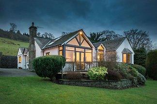 Luxuriöses Ferienhaus in Waterhead mit Garten