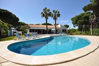 Diese geräumige, rustikale Villa ist ideal fü...