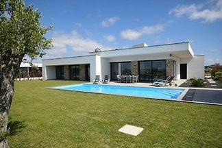 Moderne Villa mit eigenem beheiztes Pool in A...