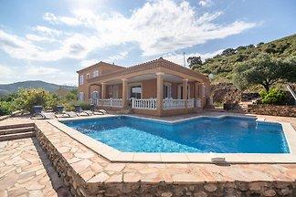 Gemütliche Villa mit Pool in Roquebrun