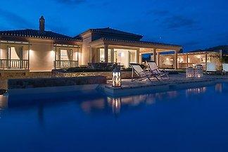Luxuriöse Villa mit Pool auf der Insel...