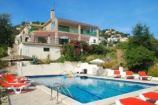 Modernes Ferienhaus in Lloret de Mar mit...
