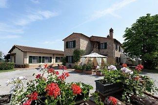Casa vacanze di charme con piscina a Foiano d...