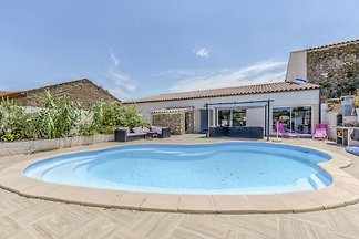 Magnificent Holiday Home in Bize-Minervois wi...