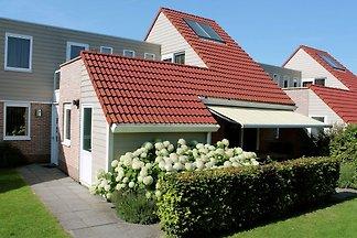 Gepflegtes Ferienhaus mit Dachterrasse am...