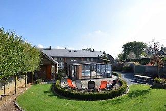 Luxuriöses Ferienhaus in Vielsalm mit Sauna
