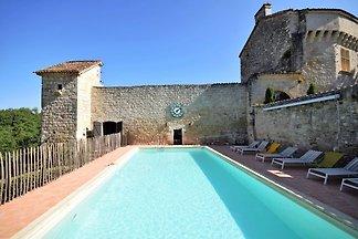 Historisches Schloss in Bon-Encontre mit...